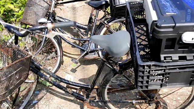 釣り宿の錆びた自転車